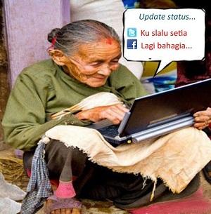 Gambar gambar nenek nenek sedang update status facebook lucu