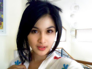 sandra dewi, wanita tercantik