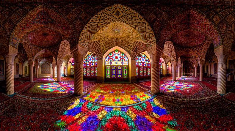 Cada mañana esta impresionante Mezquita es iluminado con todos los colores del arco iris