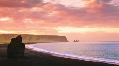 Timelapse matahari tengah malam di Iceland