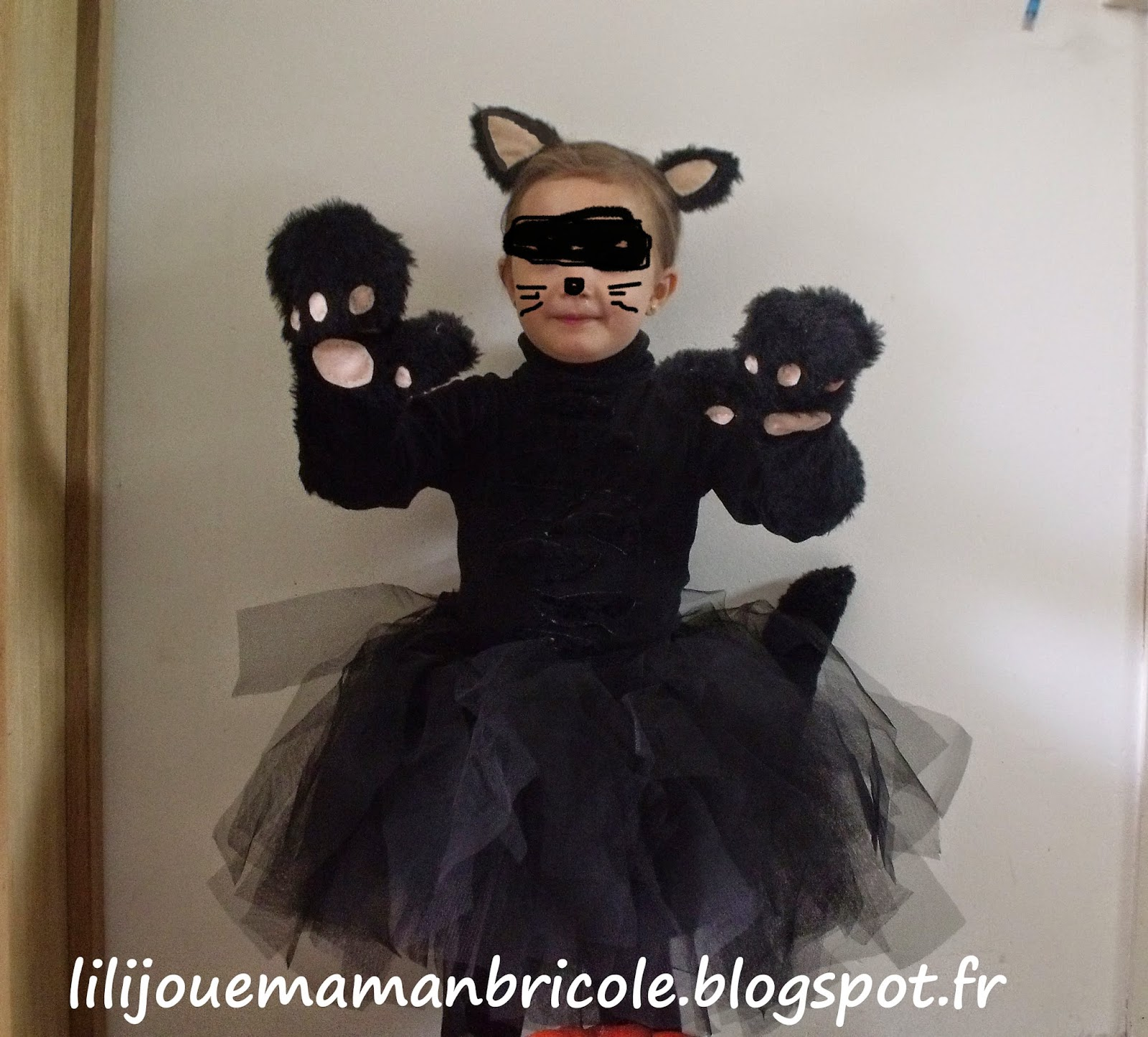 lili joue maman bricole tuto costume chat noir fille pour halloween. Black Bedroom Furniture Sets. Home Design Ideas