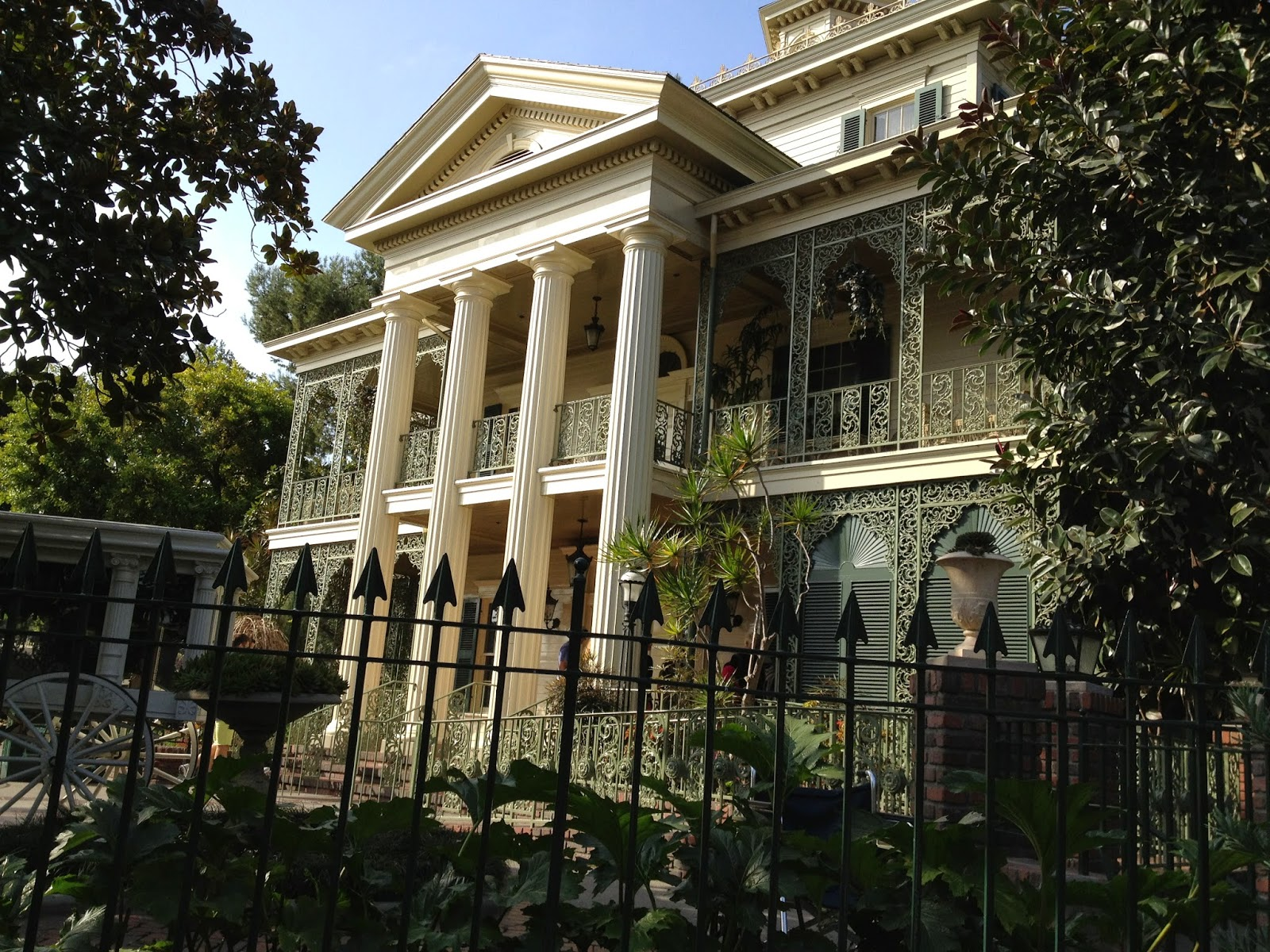 mystery playground: the well dressed haunted mansion dining room