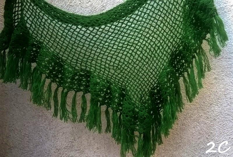 Chal de lana hecho a ganchillo