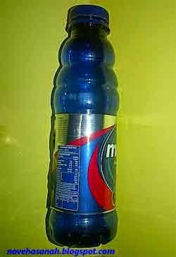 botol plastik bekas mudah dibentuk dan awet, cocok untuk dibuat barang kerajinan tangan ramah lingkungan