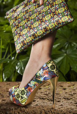 zapatos de tacón y bolso Maya Hansen Fosco