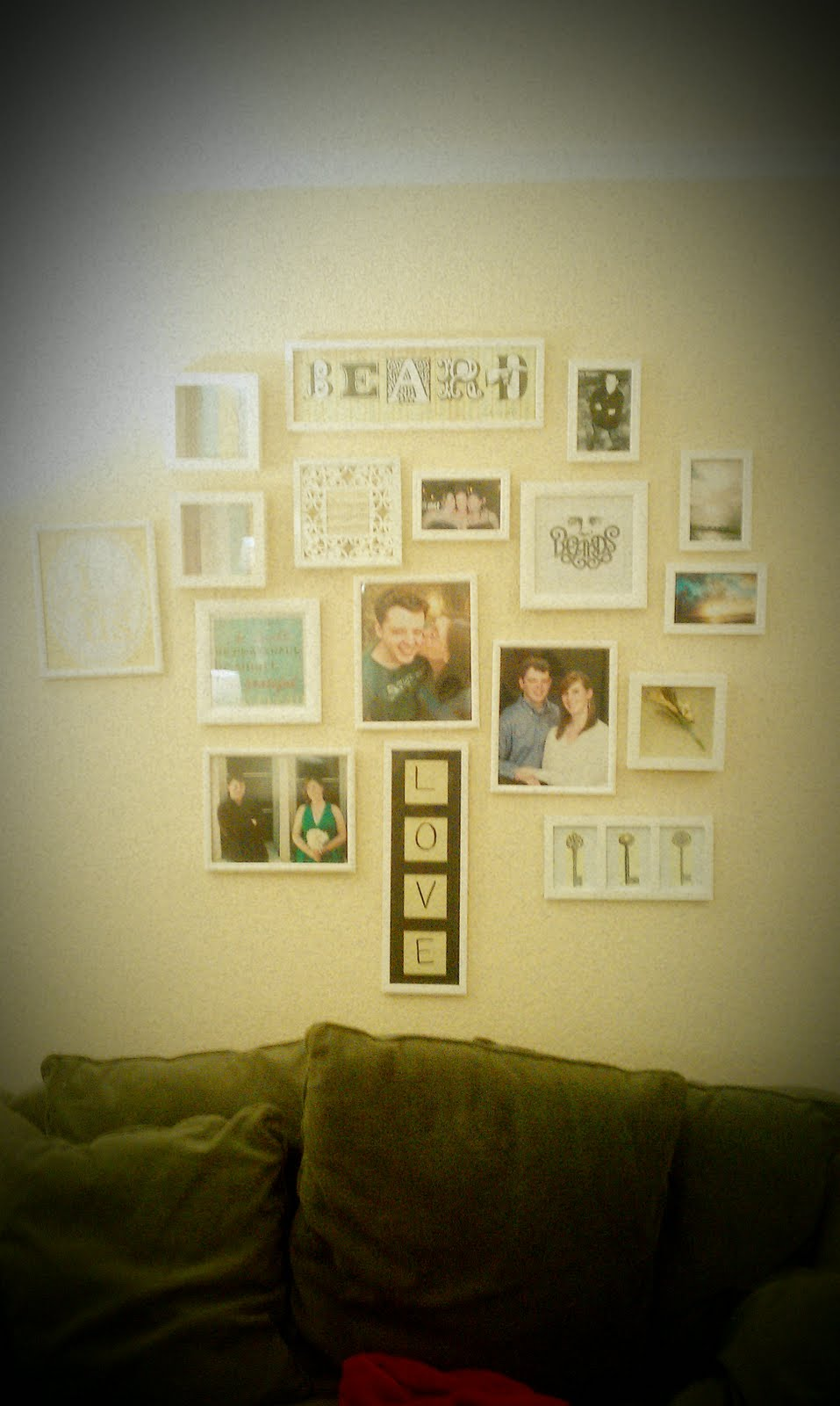 the aspiring housewife: Pinterest Challenge: Gallery Wall (part 2)