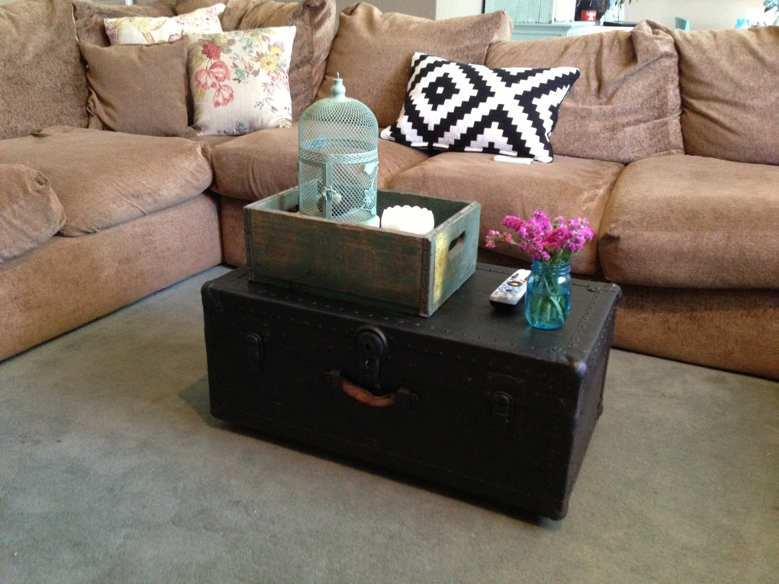 The Baeza Blog DIY Trunk Coffee Table