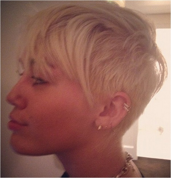 Miley Cyrus New Short Hair: Cyrus Chops All Of Her Hair Off