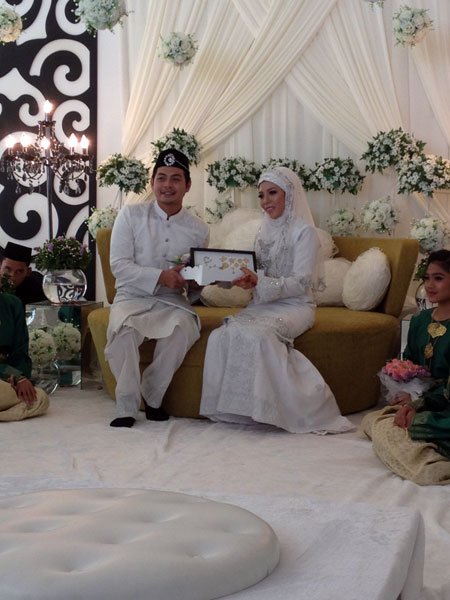 Gambar Kahwin Izzue Islam (SSID) & Awin Nurin