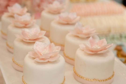Mini Cakes As Wedding Centerpieces Unique Wedding Ideas And Collections