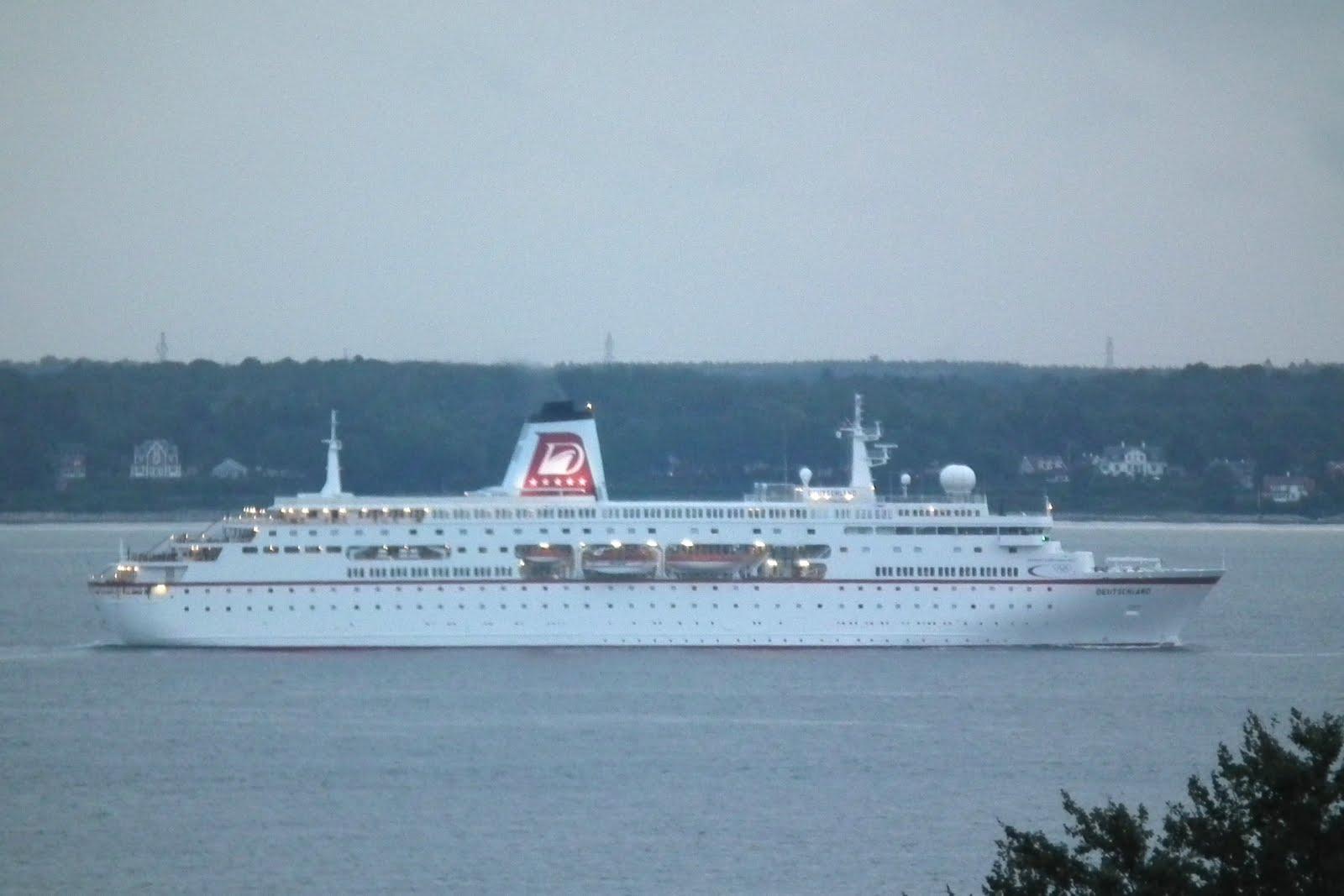 The Things I Enjoy Cruise Ship Deutschland In Resund