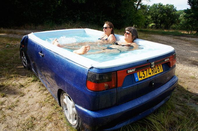 Автомобіль став міні-басейном
