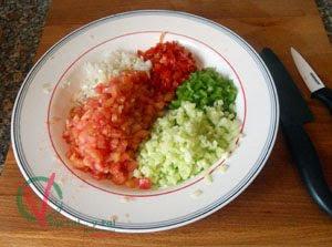Trocear las hortalizas.