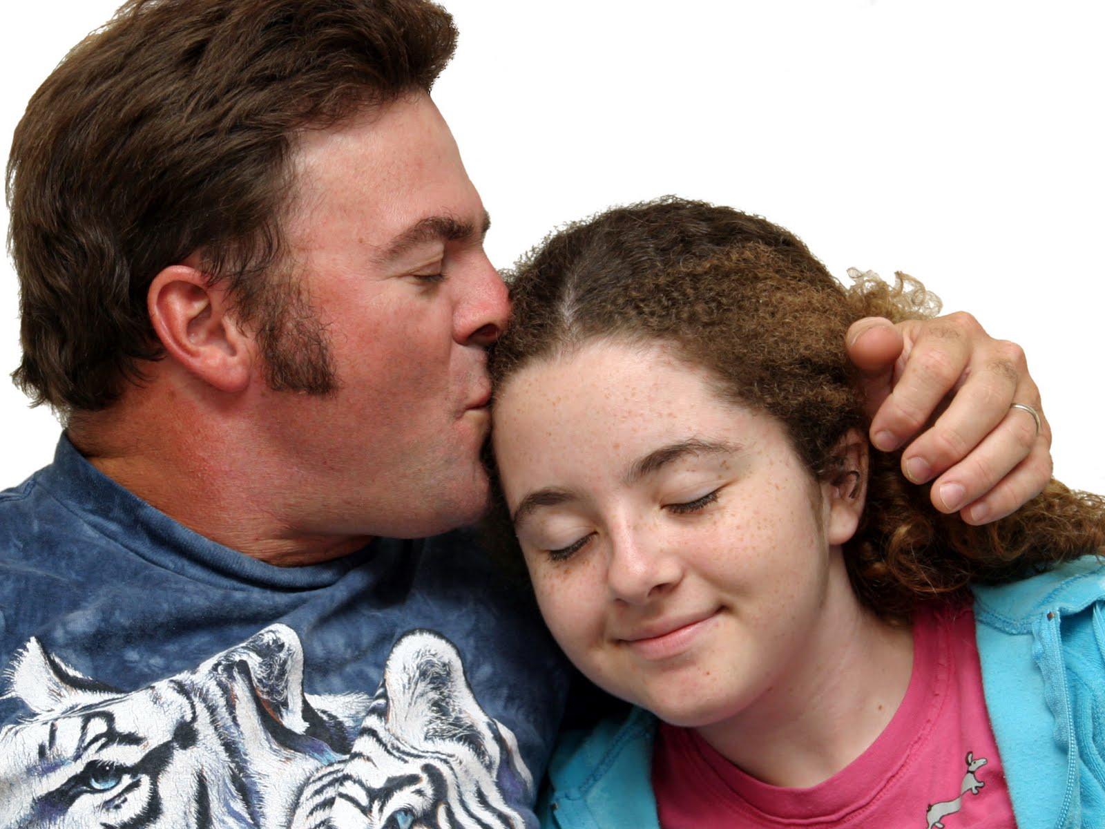 Сын и мать любовники в тайне от отца, Сын и мама в тайне о отца стали Любовниками 1 фотография