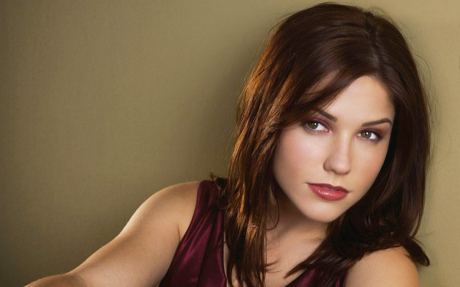 Sophia Bush Hd Wallpapers Free Download