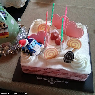 Tarta de cumpleaños coreana con figura de Poli