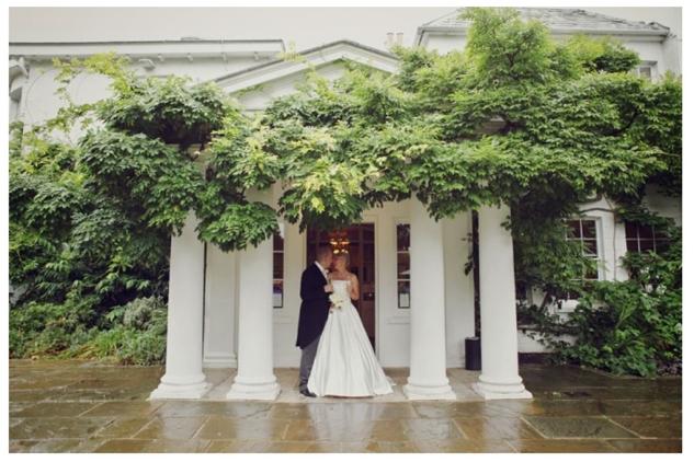 Couple kissing outside Pembroke Lodge for their London wedding