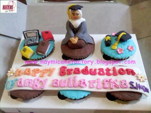 Naymi Cake Factory: Cupcake Graduation Hijab