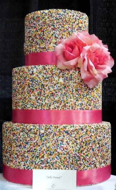 Весільний торт рожеві троянди