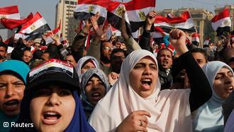 Egípcios celebram aniversário de protestos em meio a ira e resignação