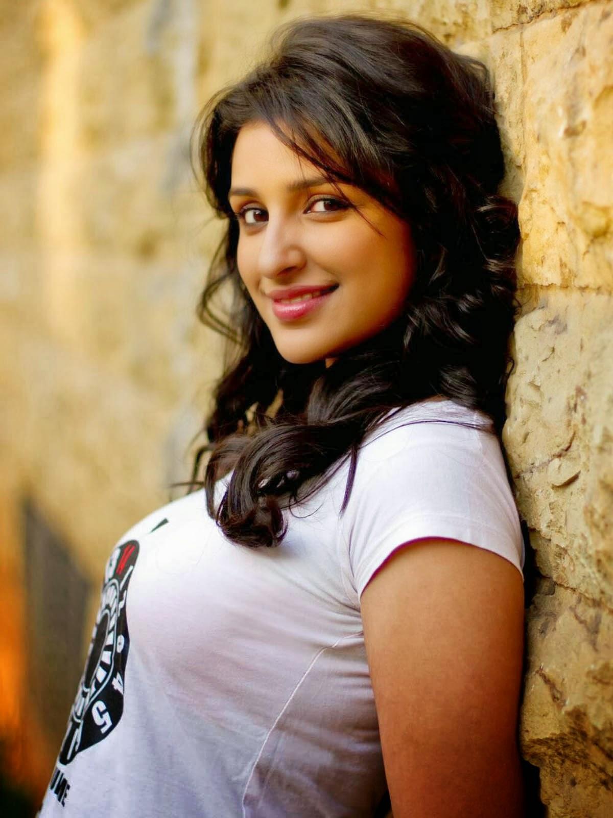 Parineeti Chopra in T Shirt