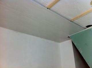 Lambris bois meleze lyon cout de travaux de peinture au for Pose lambris pvc sous avant toit