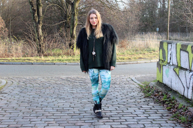 black fur vest, fellweste, leggings, sammydress, blackmilk, roland, boots, stiefel, nieten, modeblogger, fashionblogger, outfit, hamburg, winter, strickpulli, oversize,