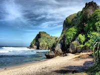 Keindahan Pantai Nguyahan Tersembuyi Di Balik Popularitas Ngobaran