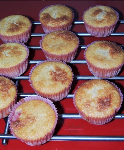 receta de cupcakes con fresa y fosting de queso - 2