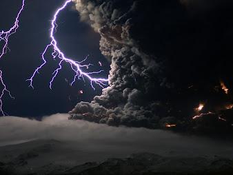 #12 Lightning Wallpaper