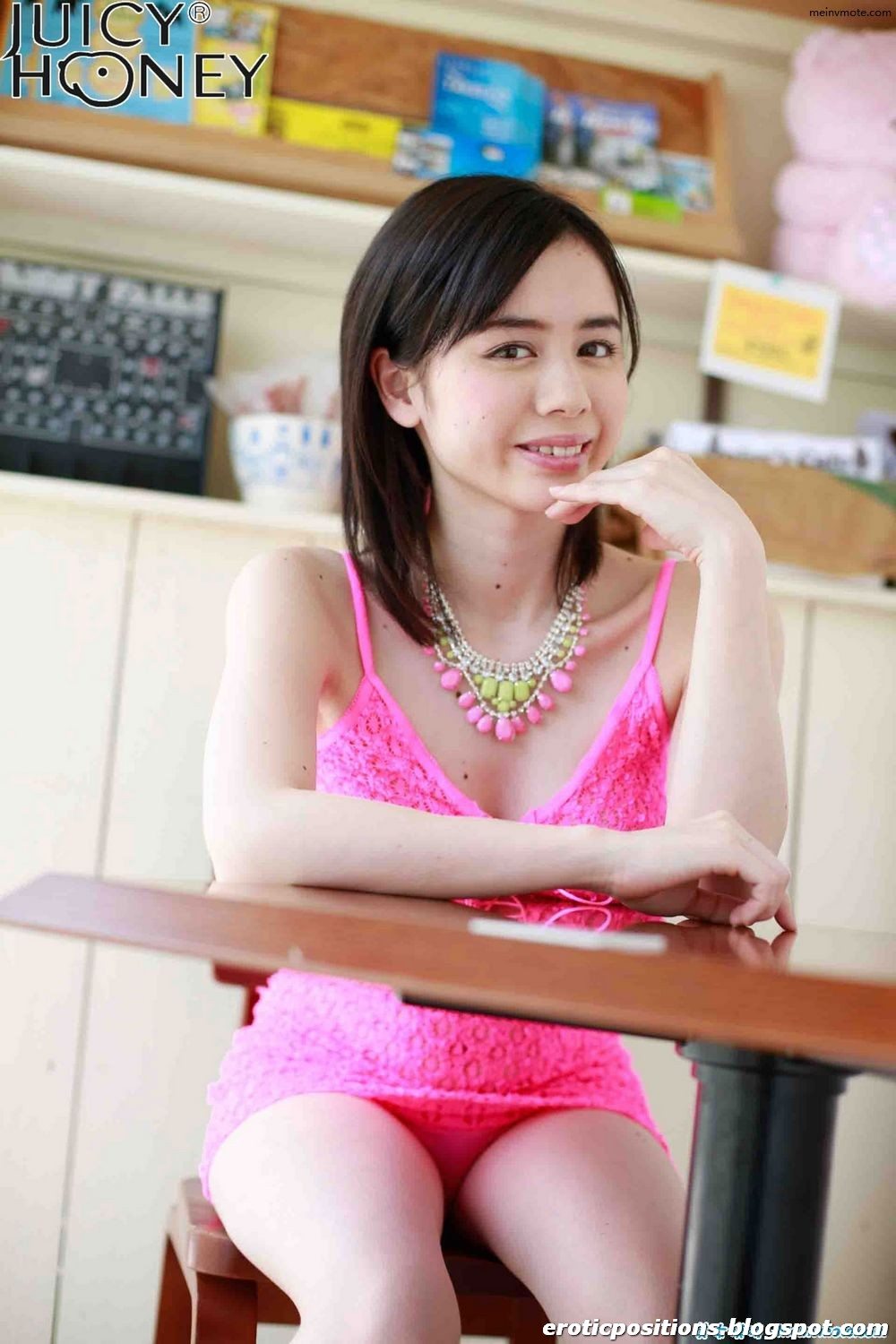 Huang Hou Jichuan white sexy beauty with pink skirt