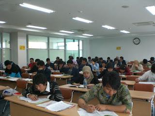 Mahasiswa Ujian Soal Universitas Terbuka