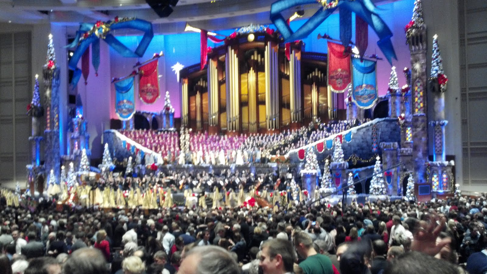 All About the Maxwell's: Mormon Tabernacle Choir Christmas Concert