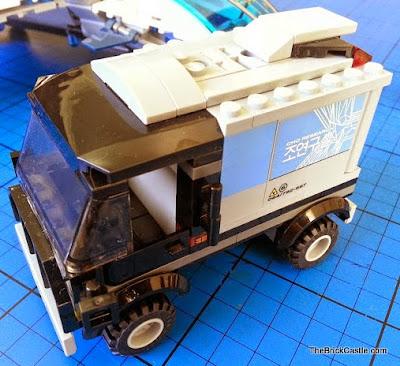 LEGO Avengers Quinjet 76032 exploding lab truck