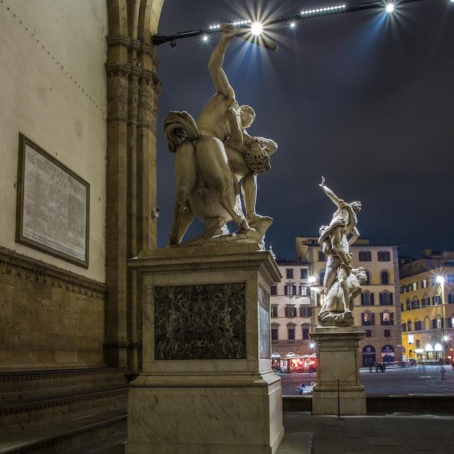 Hércules y el Centauro Neso + El Rapto de las Sabinas (Giambologna) :: Canon EOS5D MkIII | ISO100 | Canon 24mm | f/14 | 30s (tripod)