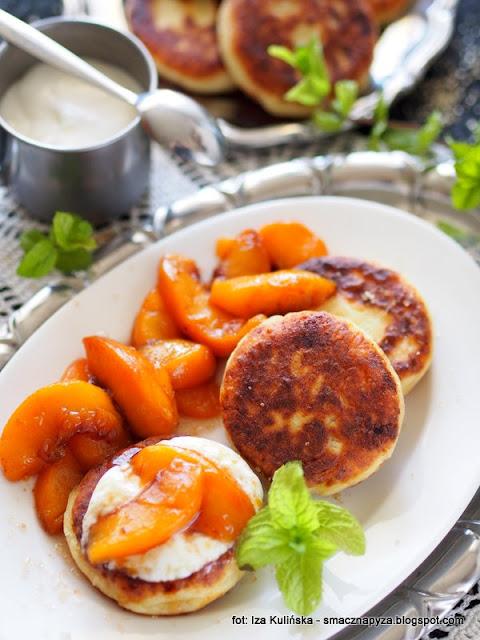 syrniki , placki z twarogu , ser biały , twaróg , serniki , kuchnia ukraińska , śniadanie , podwieczorek , deser , kuchnia domowa ,