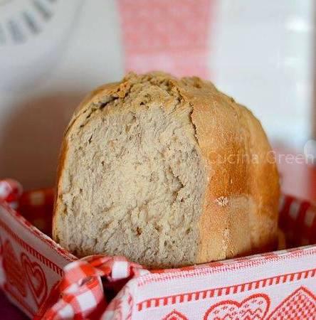 pane alle noci con la macchina del pane