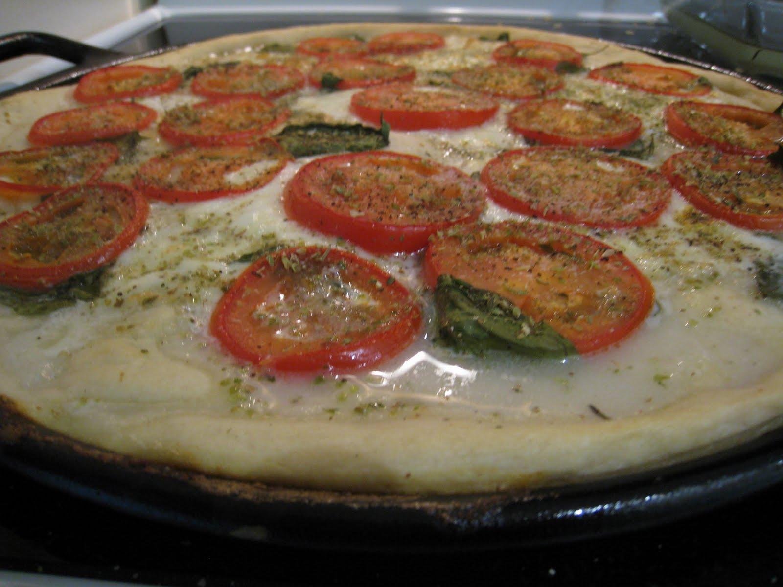 Gnomicon: July\'s Pizza del Mese: Plum Tomato and Fresh Mozzarella Pizza