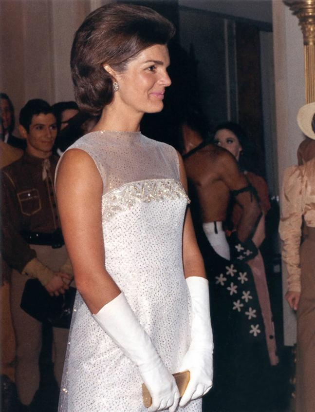 Asap Rocky Responds To Red Lipstick Backlash also Jacqueline kennedy onassis also Jacqueline Kennedy Onassis 20 together with Miss Independent Melania Trump together with Tập tin Jacqueline Kennedy after State Dinner  22 May 1962. on oscar de la renta hillary clinton inauguration