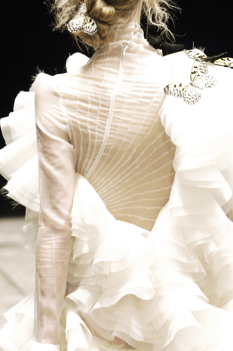 Alexander McQueen Fall 2006 via www.fashionedbylove.co.uk