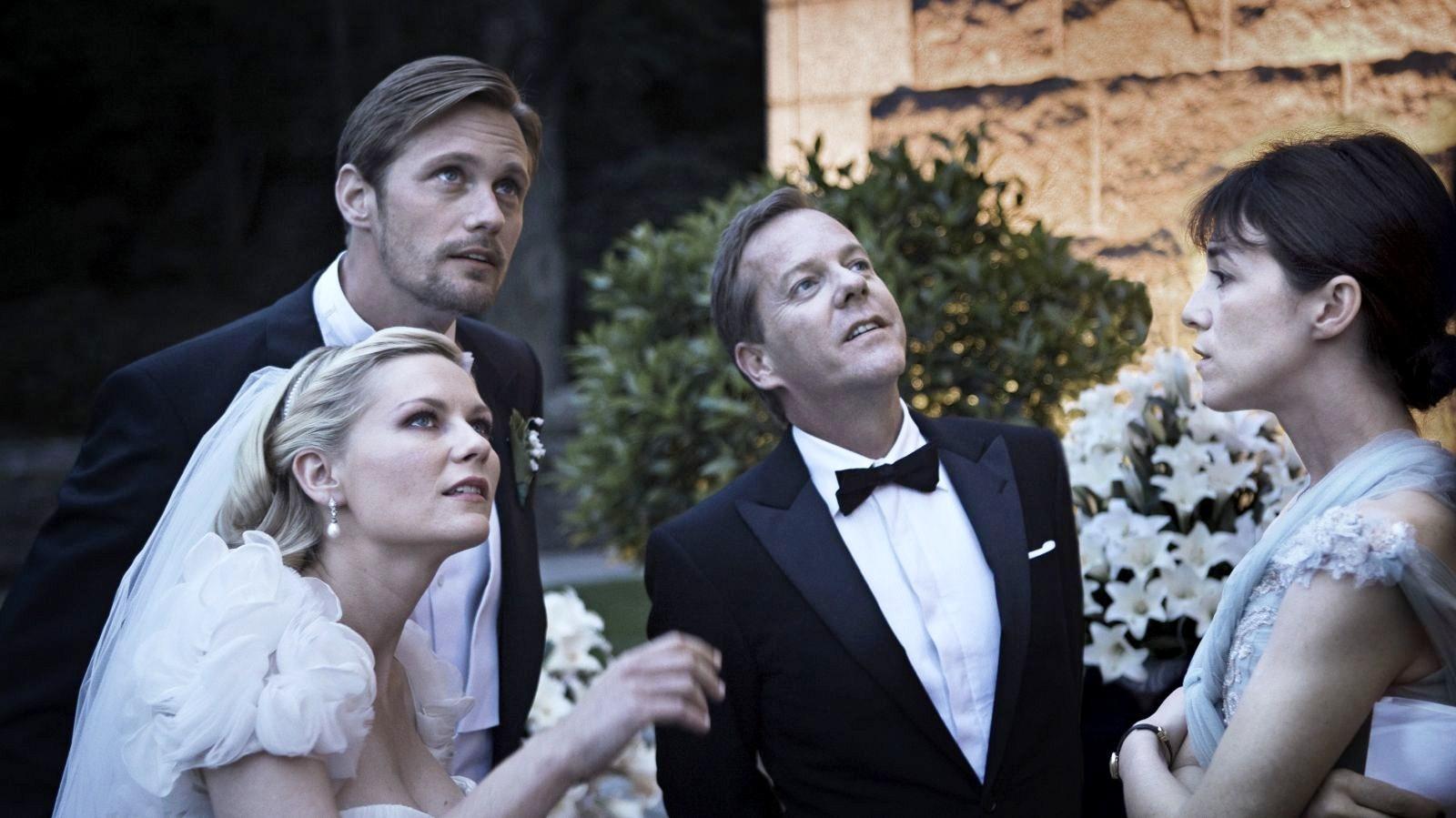 http://1.bp.blogspot.com/-_Twla21x8K4/TprmJKXkycI/AAAAAAAAGNU/rx6fm1xdU0Q/s1600/melancholia-movie-Alexander-Skarsgard_Kirsten-Dunst_Kiefer-Sutherland_Charlotte-Gainsbourg-8.jpg