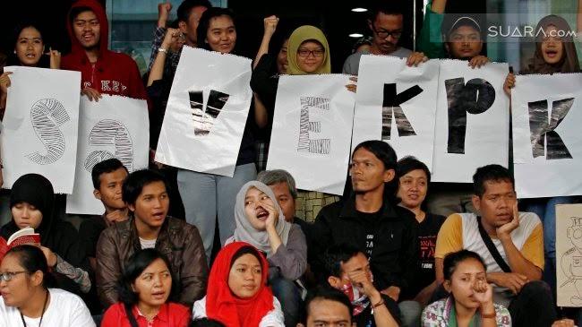 100 Hari Pemerintah Jokowi Pendukung KPK Jalan Kaki ke Istana
