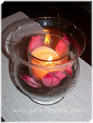 Windlicht mit Rosenblättern