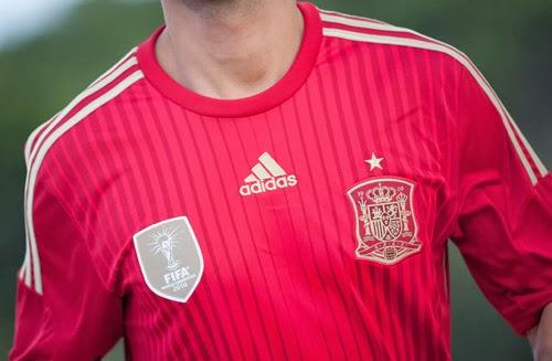camiseta selección española de fútbol escudo detalles