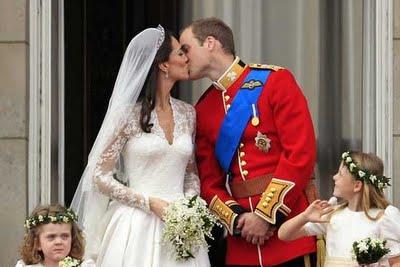 external image Royal%2BWedding%2BKiss.jpg
