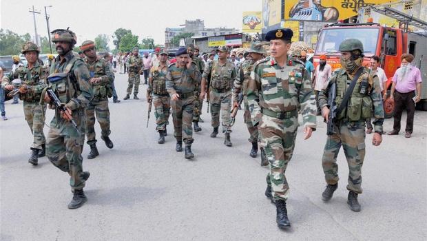Terrorist attack in Kashmir, Three policemen injured