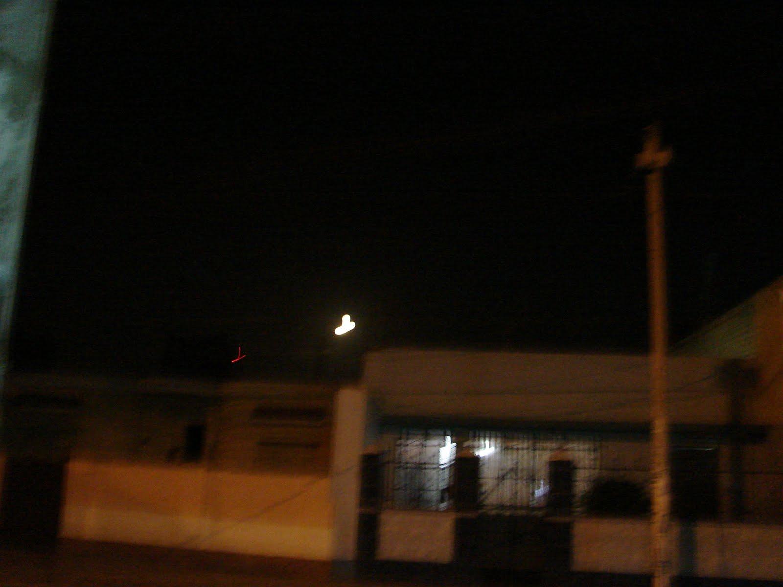 ATENCION-12enero-13-14-15-16-17...2012..Ovni y Luna forman YY ,9:33pm x Fito.33.p.UFO...