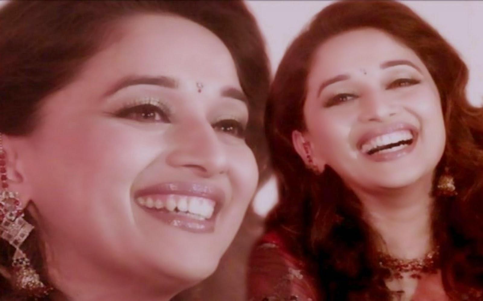 Smiling Face Maduri Dixi HD Wallpaper Free Download