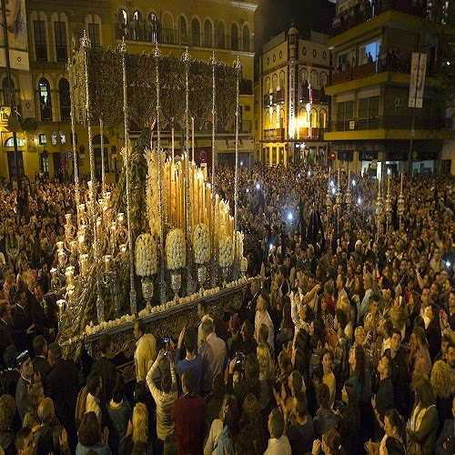 Pasos Virgen Macarena en Sevilla