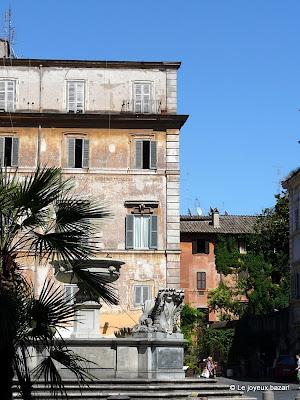 Rome : piazza Santa Maria in Trastevere